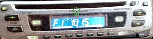 Pioneer DEH-1700: Så här ställer du in klockan